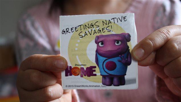 Autocollant portant le message «Salutations, Autochtones sauvages»