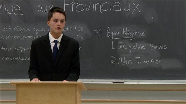 Un élève participe au tournoi d'élocution à Saskatoon