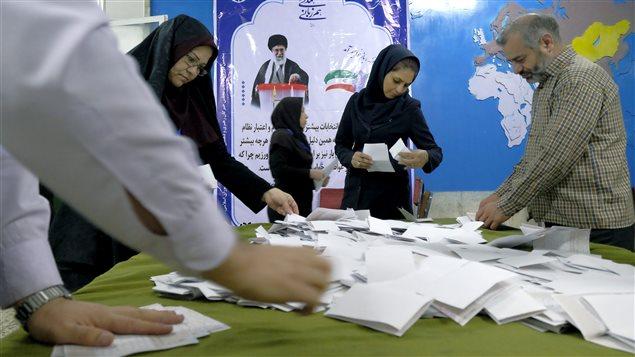 Dépouillement des bulletins de vote en Iran