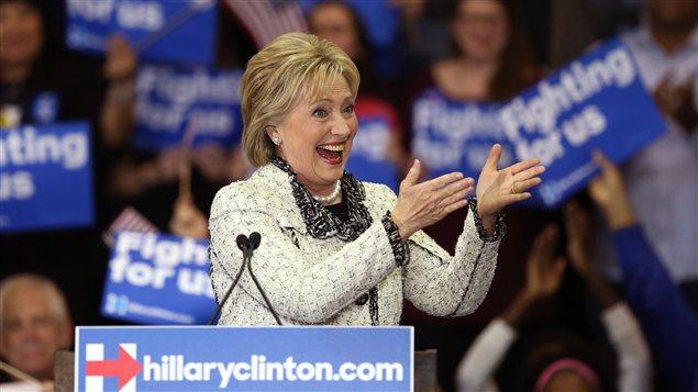 Hillary Clinton s'adresse à ses partisans après l'annonce de sa victoire en Caroline du Sud.