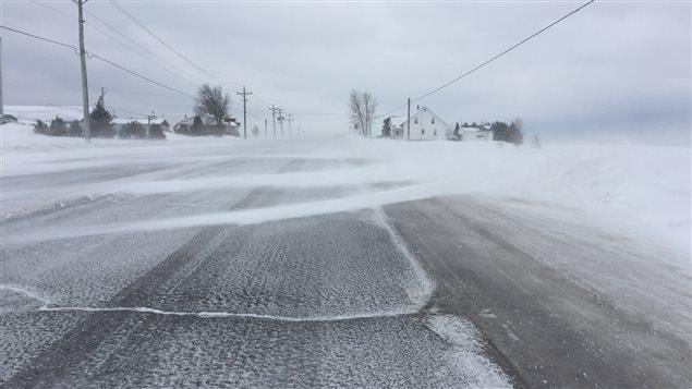 Lames de neige sur la route 382.