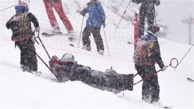 Lindsey Vonn descendue en civière après sa chute à Andorre