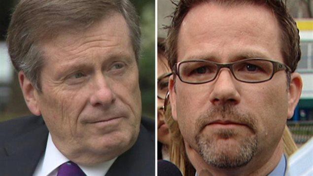 Le maire de Toronto John Tory (à g.) et le président du local 79 du SCFP, Tim Maguire.