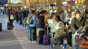 Les files d'attente s'allongent ce matin à l'aéroport Montréal-Trudeau en raison d'une panne informatique à l'enregistrement des bagages.