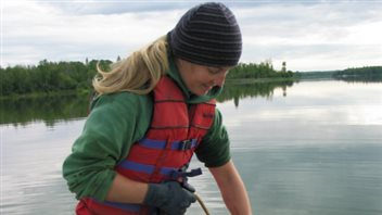 La chercheure,  Diane Orihel de l'Université de l'Alberta