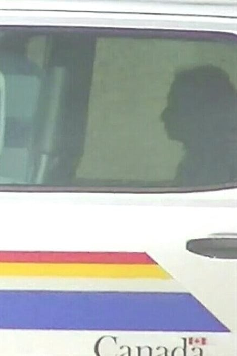 Marissa Shephard dans un fourgon de la police après son arrestation