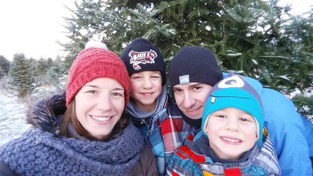 Photo de famille de Magalie Chagnon. Elle a choisi de garder à la maison son fils Elliott (à sa gauche) cette semaine, même si la relâche a été annulée. Son autre garçon ne va pas encore à l'école.