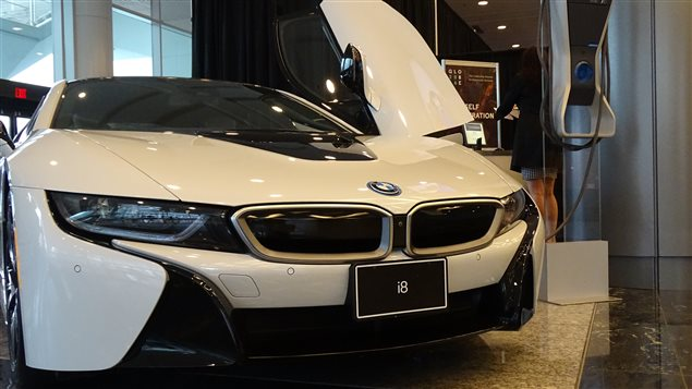 Une voiture électrique de BMW exposée au Globe 2016