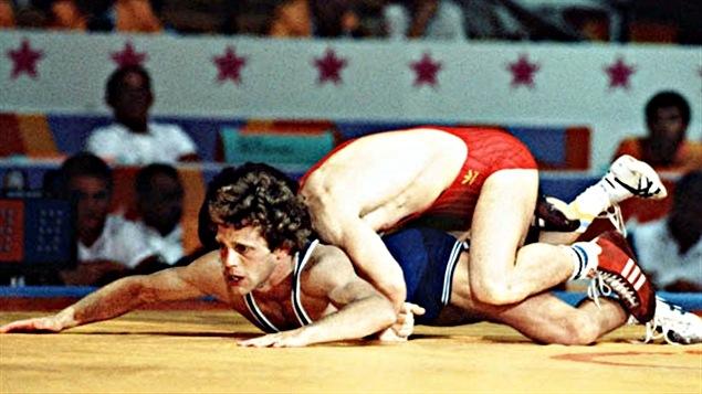 Doug Yeats (en bleu) aux Jeux de Los Angeles en 1984