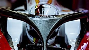 Le système de protection de l'habitacle fixé à la Ferrari de Sebastian Vettel