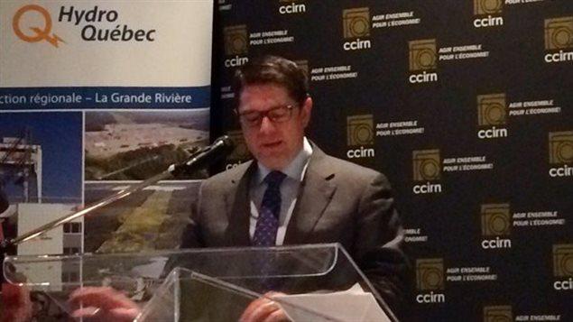 Éric Martel, PDG d'Hydro-Québec, donnant une conférence devant la Chambre de commerce et d'industrie de Rouyn-Noranda