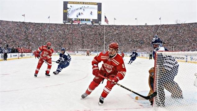 Les Leafs et les Wings se sont affrontés au Michigan Stadium le 1er janvier 2014