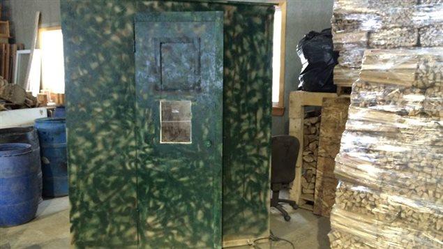 L'atelier a reçu plusieurs commandes pour construire des abris pour la chasse.