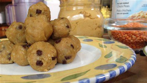 Des pois chiches version dessert... qui se confondent avec de la pâte à biscuit aux pépites de chocolat.