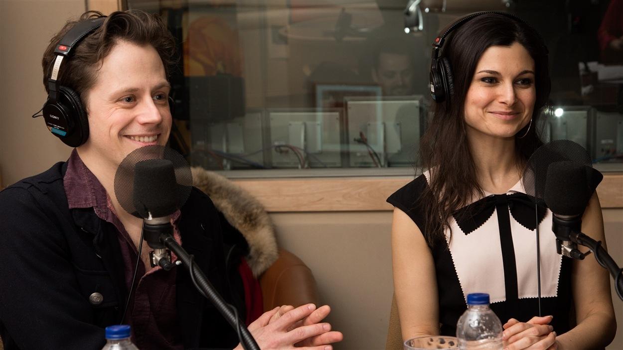 L'élégant duo de comédiens composé d'Olivier Morin et d'Émilie Bibeau