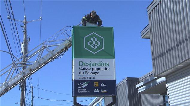 La pancarte de la Caise populaire du Passage a été enlevée vendredi.