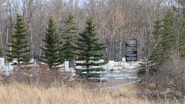 Le cimetière musulman, à près d'un kilomètre à l'est de Cochrane, où a eu lieu la fusillade.