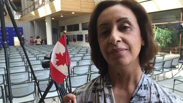 L'Américaine Wahiba Farid est venue agiter son drapeau canadien devant Justin Trudeau.