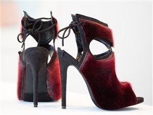 Chaussures en peau de phoque confectionnées par Nicole Camphaug