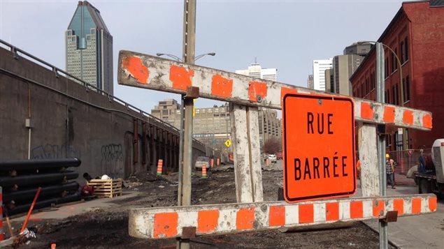 Les travaux de démolition de l'autoroute Bonaventure entraînent des entraves routières.