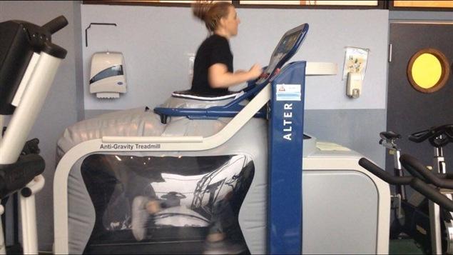 Lizanne Murphy sur un tapis roulant antigravité