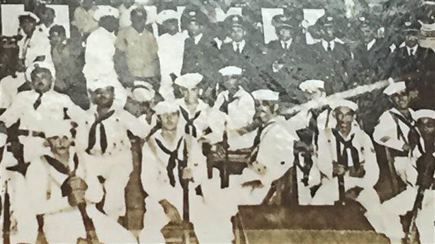 Photo de marins américains au village de Caimanera avant la révolution cubaine. L'alcool et la prostitution étaient des «services» recherchés par les militaires.