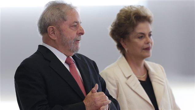 L'ancien président brésilien Luiz Inacio Lula da Silva, peu avant son investiture comme secrétaire général du gouvernement de la présidente, Dilma Rousseff
