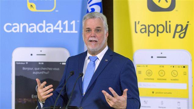 Le premier ministre Philippe Couillard au siège social de Pages jaunes, à Montréal
