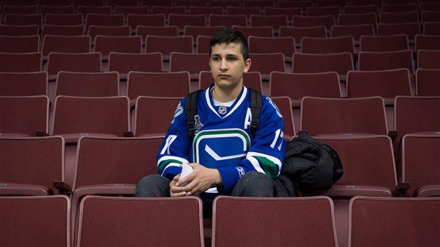 Shergo Kurdi participait à une visite de l'aréna Rogers de Vancouver