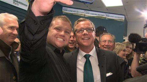 Malgré les difficultés économiques de la Saskatchewan, la popularité de Brad Wall se maintient.