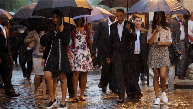 Barack Obama et les membres de sa famille dans les rues de La Havane