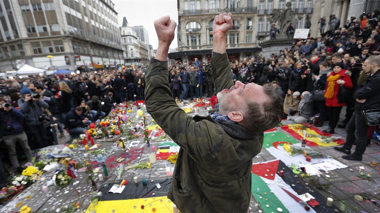 Des milliers de Belges se sont rassemblés au centre-ville de la capitale à la mémoire des victimes des attentats terroristes.