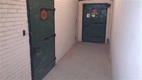 Une section du tunnel est encore authentique. Les portes anciennes rappellent que nous nous trouvons dans un édifice historique.