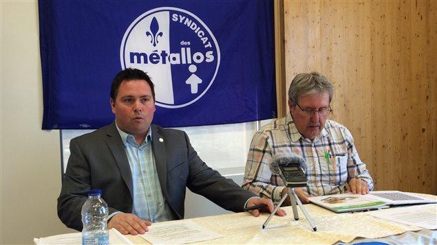 Gauche à droite : Benoît Locas, représentant syndical, André Racicot, président de la section locale 9291.