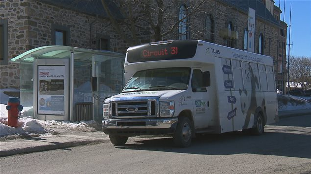 Un mini-bus du service de transport en commun de Rimouski