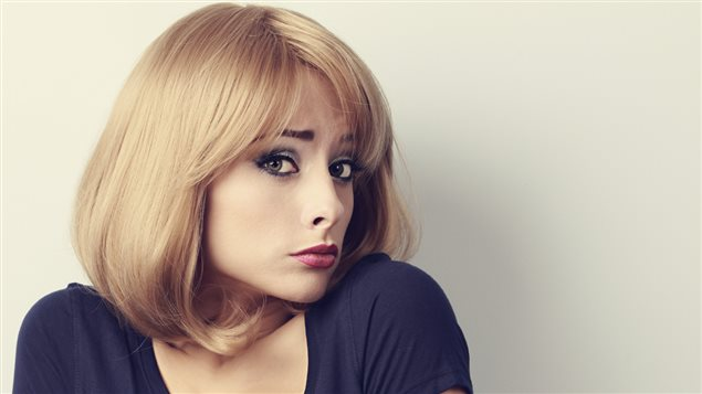 Une femme blonde