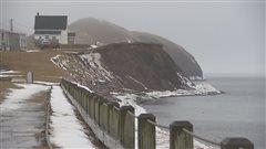 À Havre-Aubert aux Îles-de-la-Madeleine, résidences vulnérables à l'érosion des berges