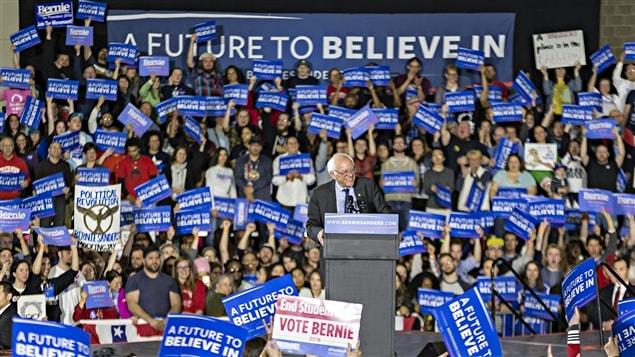 Bernie Sanders chauffe ses partisans dans un discours prononcé à Madison au Wisconsin