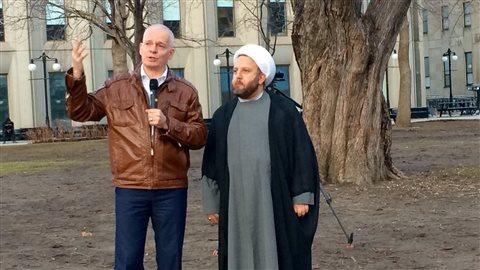 Le pasteur Ken Godon et l'imam Ali Sbeiti ont fait un discours commun.