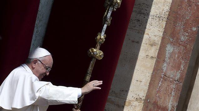Le pape François donnant la bénédiction pascale urbi et orbi, le 27 mars 2016.