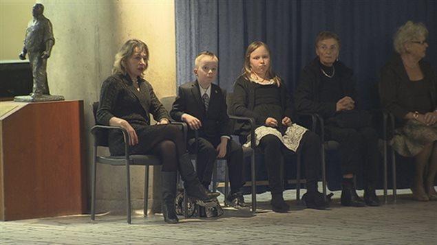 Après avoir rendu hommage à Rob Ford, les Torontois peuvent offrir leurs condoléances à sa famille, dont sa femme et ses enfants