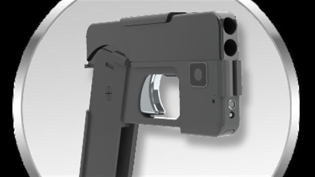 Le pistolet en forme de téléphone intelligent prêt à tirer