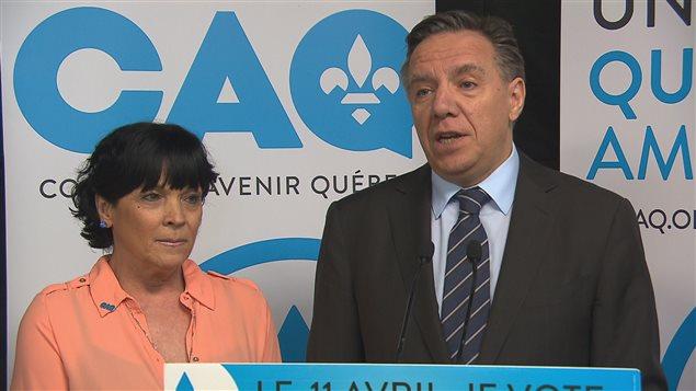 La candidate Hélène Girard et le chef de la Coalition avenir Québec, François Legault