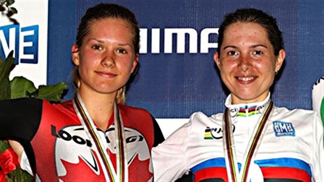 Anastasia Chulkova médaillée d'or (à droite) et la Canadienne Jasmin Glaesser, médaillée d'argent aux mondiaux de 2012