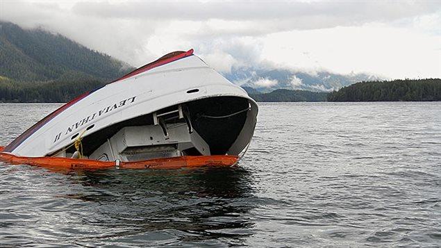Épave du Leviathan II après le naufrage qui a fait 6 morts au large de Tofino