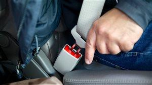 Des conducteurs évitent encore à boucler leur ceinture.