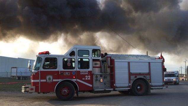 saskatoon un incendie fait rage dans une cour de d molition de voitures ici radio. Black Bedroom Furniture Sets. Home Design Ideas