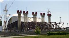 Une enceinte de confinement unique pour sécuriser le site de Tchernobyl