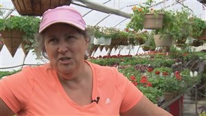 L'horticultrice Marthe Laverdière prodigue ses conseils avec humour sur le web.