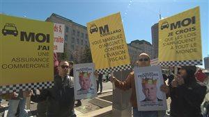 Des chauffeurs de taxi ont aussi manifesté sur la colline Parlementaire.